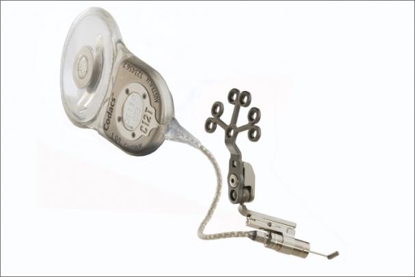 Cochlear v České republice představuje zcela nový sluchový implantát