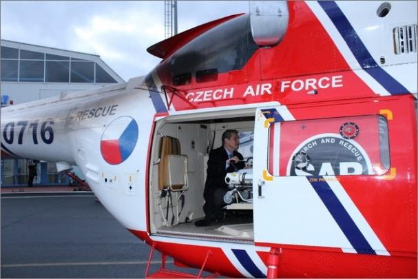 Armádní vrtulníky umožní rychlou přepravu ECMO týmů