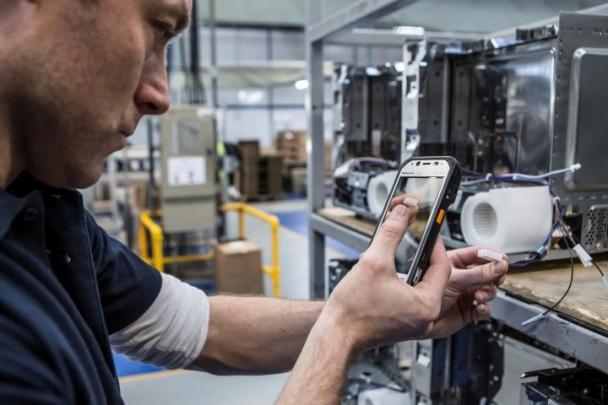 Panasonic představil nejlehčí kapesní tablety Toughpad s vysokou odolností