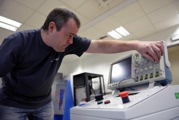 Přístroj na elektroporaci usnadní práci lékařským týmům