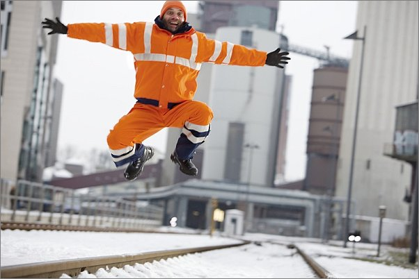 řizpůsobivé zateplené oblečení s výstražnými prvky je dobře viditelné v zimě i v dešti