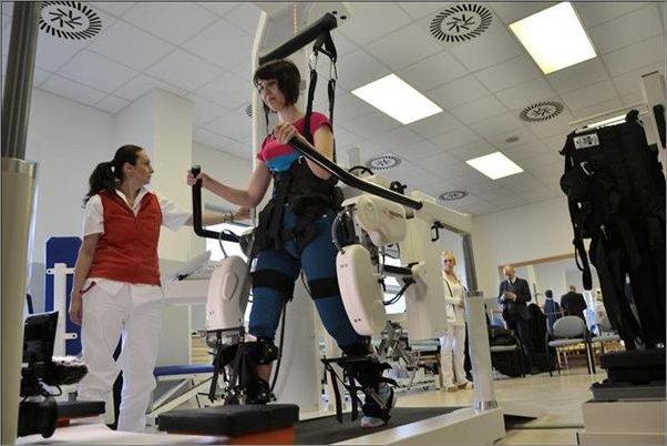 Krajská zdravotní disponuje přístrojem pro roboticky asistovanou rehabilitaci chůze