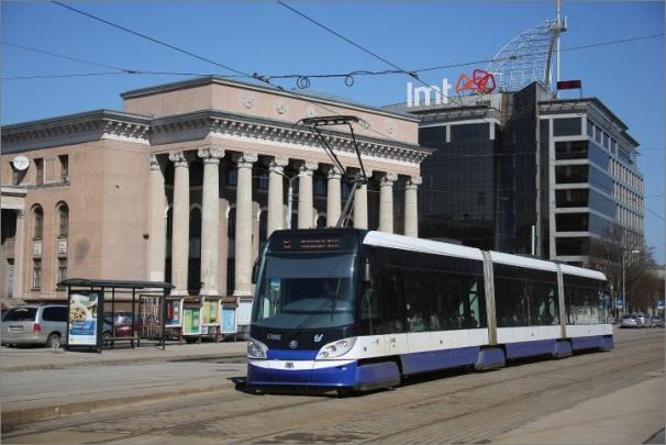 Vozidla pro Rigu jsou 100% nízkopodlažní s rozchodem 1 524 mm (tedy širší, než je v Praze) a plně klimatizované i v prostoru pro cestující.