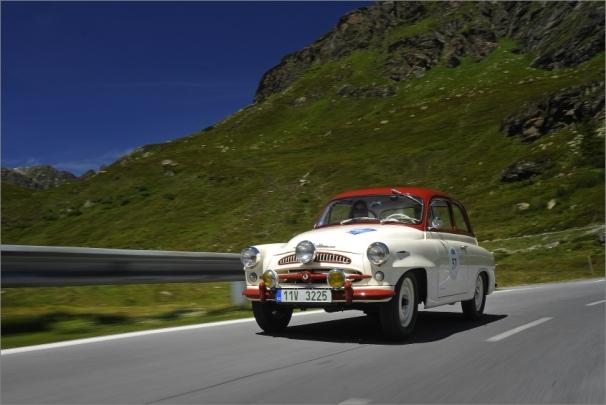 ŠKODA 440 Spartak z roku 1957 byla pečlivě zrestaurována do podoby, v níž jezdila v polovině padesátých let minulého století rallyeové soutěže.