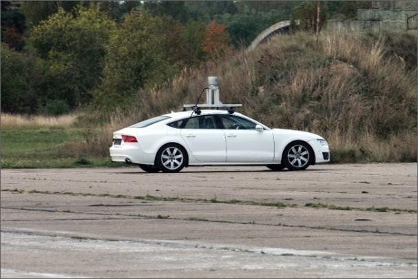 Snímač LiDAR je obecně nejpřesnější způsob detekce objektů kolem vozu.
