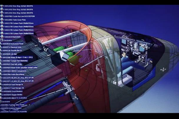 """Tým Solar Impulse použil k výrobě solárně poháněného letounu specializované oborové řešení """"Engineered to Fly""""."""