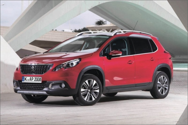 Vzhled siláka, jak se prezentuje Peugeot 2008, je u vozů typu SUV žádoucí