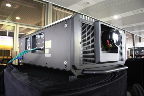 Panasonic v České republice premiérově představuje 4K+ laserový projektor s výkonem 27 000 lm