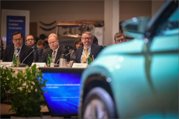 """Ministr Jan Mládek: """"Náš autoprůmysl čekají významné technologické změny a digitalizace"""""""