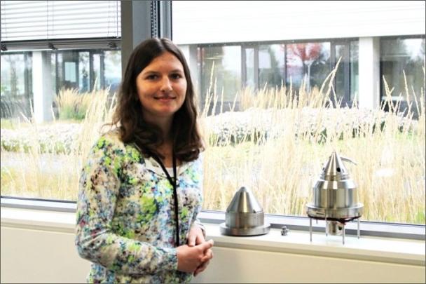 Andrea Konečná vystudovala v Brně na VUT obor Fyzikální inženýrství a nanotechnologie