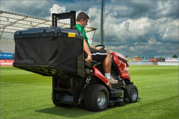 Starjet Exclusive PRO - cenově nejdostupnější profesionální žací traktor s vysokovýklopem