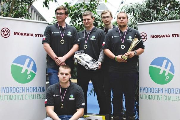 Tým studentů z Třince vyhrál středoškolský závod RC modelů s vodíkovým pohonem