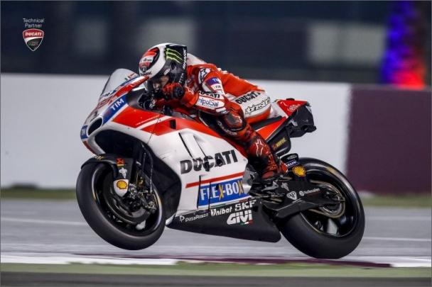 SKF podporuje závodníky týmu Scuderia Ferrari a Ducati i v roce 2017