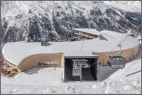 Nová elegantní stavba se tyčí ve výšce 2200 metrů nad mořem