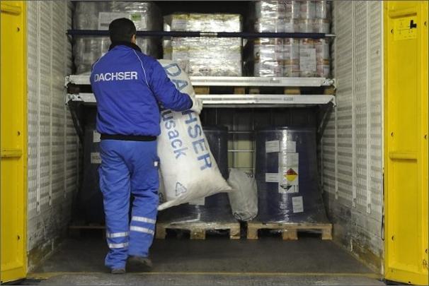 Vymezovací pytle jsou vyrobené z látky běžně používané na protipovodňové vaky a mají objem 80 litrů