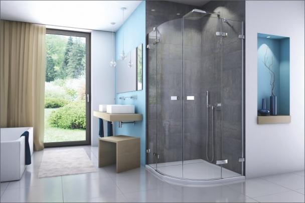 Jičínský výrobní závod se orientuje na zakázkovou a malosériovou produkci sprchových koutů vyšší střední až luxusní třídy