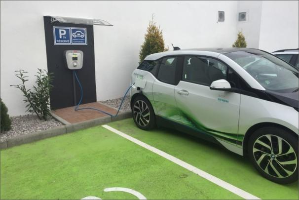 Český Siemens instaloval nabíjecí stanici pro elektromobily v severočeských Teplicích
