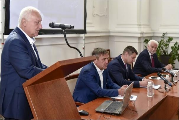 Seminář zahájil rektor VUT Petr Štěpánek