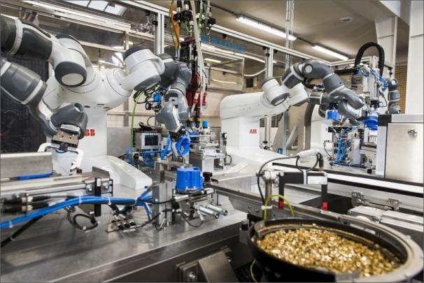 Nejnovější zásuvky ABB budou vyrábět roboty YuMi® společně s lidskými kolegy