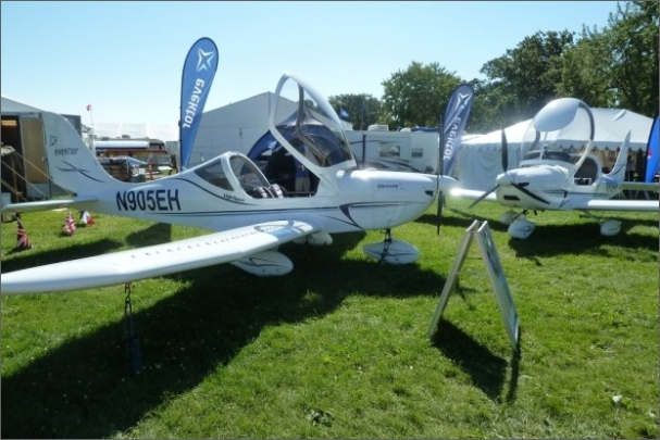 Prezentace Evektoru na výstavě Oshkosh AirVenture v USA