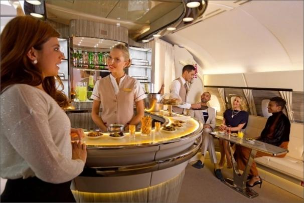 Emirates oslavuje 9 let provozu Airbusu A380 a představuje nový palubní salonek