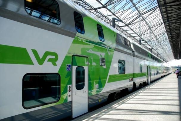 Spodní podlaží v úrovni nástupiště zároveň umožňuje snadný nástup do vozu i pro cestující se sníženou schopností pohybu