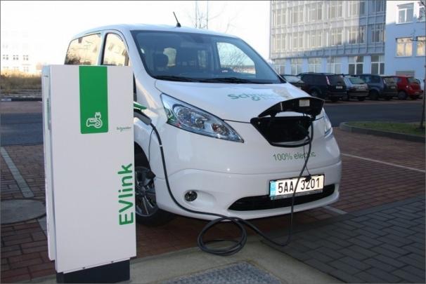 Nedostatečná infrastruktura byla jedním z faktorů, které do současnosti brzdily rozvoj elektromobilů v České republice