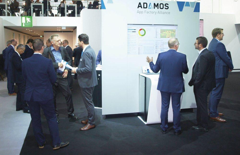 O nové platformě ADAMOS se v expozici DMG MORI stále velmi živě diskutovalo