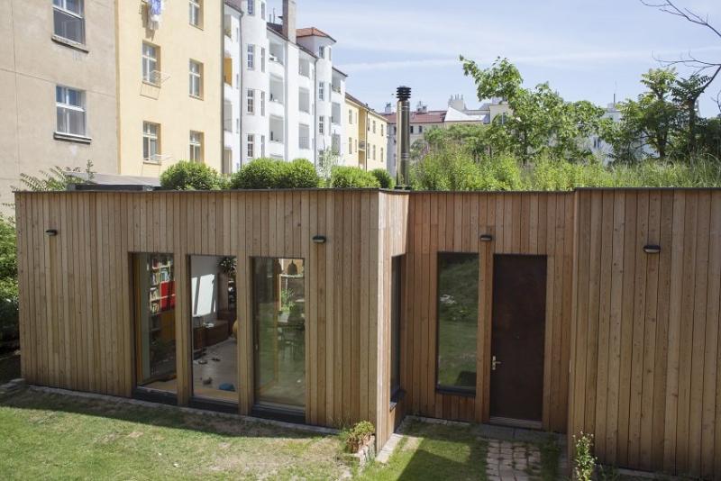 Chytrý dům s květinovou mokřadní střechou