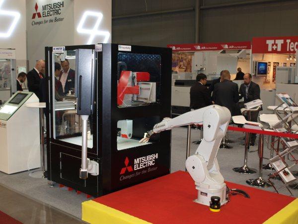 Mitsubishi Electric na koncepci e-F@ctory ukazuje obrábění budoucnosti