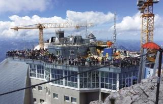Nová vrcholová stanice Zugspitze letos v srpnu před zasklením jižní terasy