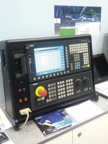 Siemens prezentoval také využití softwarových produktů Sinumerik Integrate, které propojují výrobní stroje do nadřazených systémů