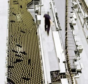 Technologické řešení Optimized Packaging Line zajišťuje spolehlivý a bezpečný provoz balicích linek