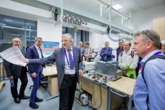 Plzeňským vědcům se daří překonávat problémy technologie výroby chytrých oken