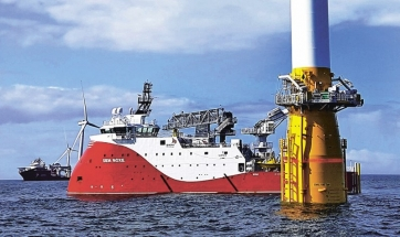 Montáž první plovoucí větrné elektrárny Hywind (6 MW) u pobřeží Aberdeenu