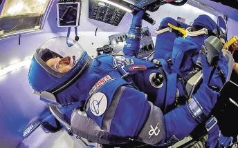 """""""Modrá"""" generace skafandrů Boeing pro raketoplán Dream Chaser"""