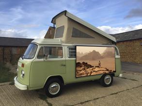 Pohodlně je umístíte doma na zeď, okno, terasu nebo třeba na karavan