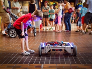 Praha poprvé přivítá Maker Faire: globální festival pro kutily 21. století