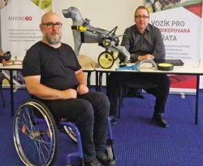 """""""Mám s invalidními vozíky osobní zkušenost,"""" říká Jan Jiránek. Po úrazu páteře se totiž už 30 let bez vozíku neobejde."""