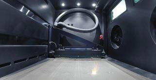 Velikost výrobního prostoru stroje LASERTEC 30 SLM je 300 × 300 × 300 mm s maximální nosností 200 kg. Přeměna prášku trvá jen dvě hodiny