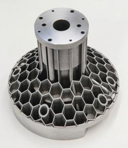 Použitím technologie práškového lože mohou být pomocí selektivního tavení laserem vyrobeny velmi složité filigránové části