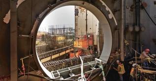 Snímek ze stavby reaktoru AP1000 v Číně