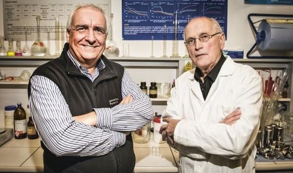 Prof. Radim Hrdina a doc. Ladislav Burgert přišli na to, jak zvláknit kyselinu hyaluronovou