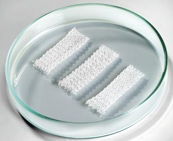 Tkanina, jejímž základem jsou vytvořená mikrovlákna