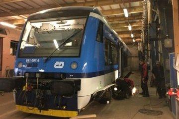 Společnost ČMŽO – elektronika s.r.o. se pustila do rekonstrukce jednotky Stadler a vyzkoušela nové produkty pro kolejová vozidla od Lapp Kabelu