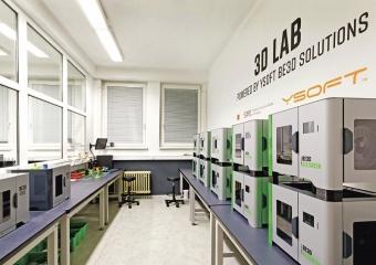 Celkem má SPŠ na Proseku k výukovým účelům 25 3D tiskáren