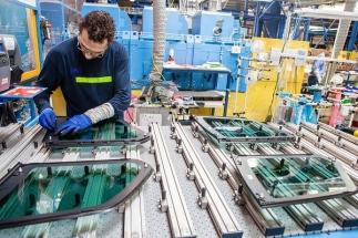 AGC Automotive loni vyrobil rekordních více než 32 milionů autoskel