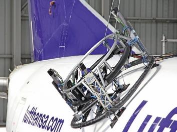 Robot od IFPT sleduje rysky na povrchu trupu letadla