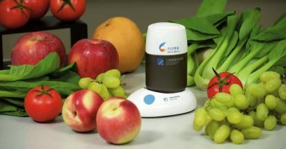 Detektor zbytků pesticidů určuje, zda je jejich množství po omytí ovoce a zeleniny bezpečné a zda může být omývání ukončeno.