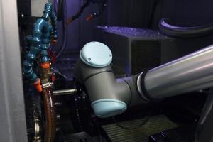 Robot UR10 umožnil zvýšit efektivitu výroby ve STAMIT